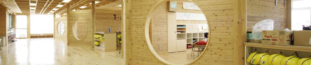 滑川市立西部小学校_木質内装空間_オープンスペースの写真